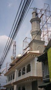 pemasangan rangka struktur menara